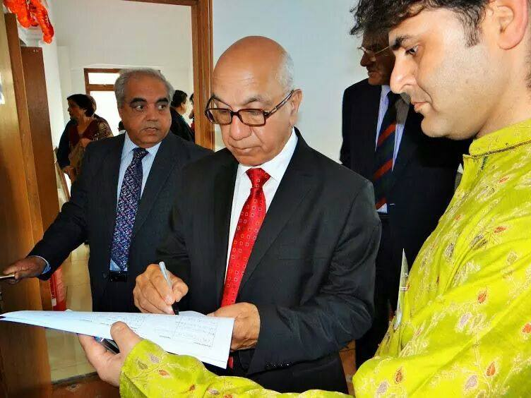 MP Virendra Sharma Signing the Petition