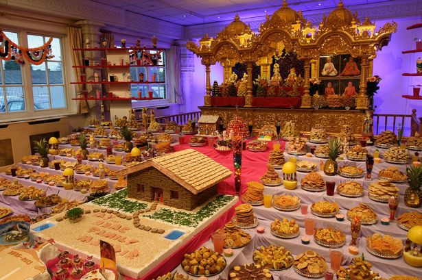 Food-display-at-the-BAPS-Shri-Swaminarayan-Mandir
