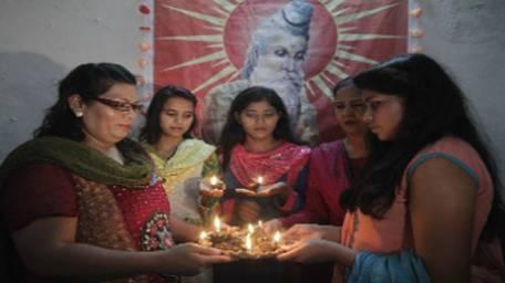 hindus-celebrate-diwali-1414092565-3109