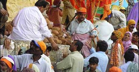 govt-to-facilitate-hindu-pilgrims-visiting-hinglaj-temple-1419840238-4426